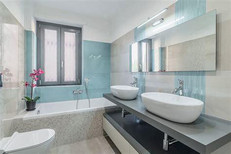 immagini bagno 40 foto di bagni piccoli non rinunciano alla vasca