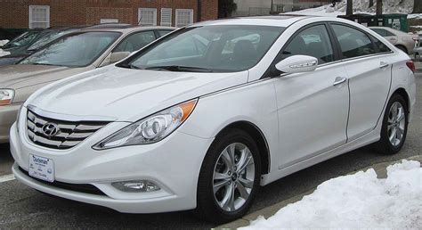 Most Economical Midsize Car by The 5 Best And Most Affordable Midsize Sedans Of 2012