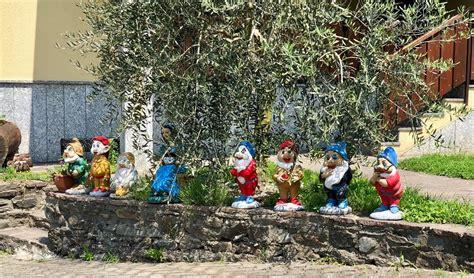 nani giardino il fronte per la liberazione dei nani da giardino una