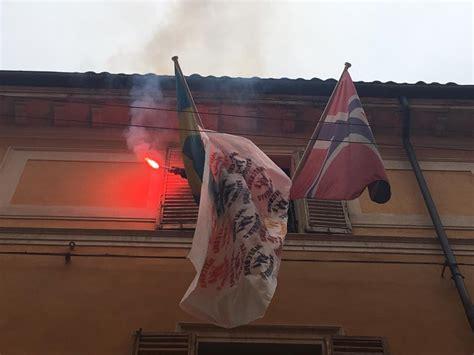 consolato austriaco contro la chiusura delle frontiere azione al consolato