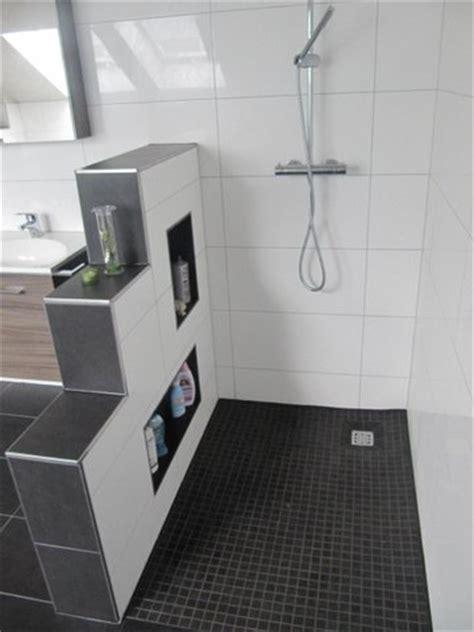 graues und schwarzes badezimmer heinrich wohnraumveredelung 187 bad in schwarz wei 223 mit