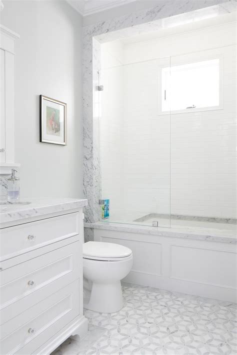 White Tile Bathroom Floor by Best 25 Gray And White Bathroom Ideas On Gray