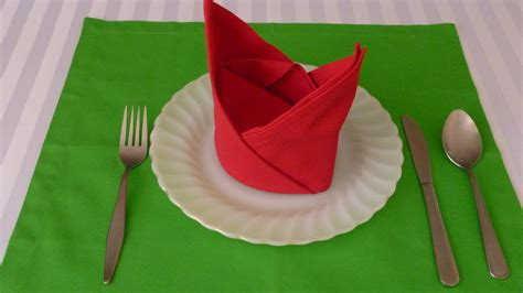 Ways To Fold A Paper Napkin - napkin folding the crown doovi