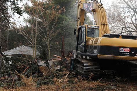 casa di eminem foto eminem demolita la casa di 8 mile radio deejay