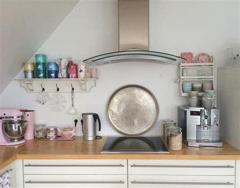 holzarbeitsplatte küche schlafzimmerwand gestalten ideen
