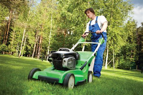 Landscaper Lawn Mower Jerry Baker S What S Growin On