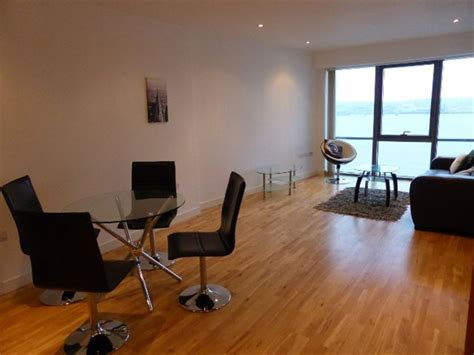 room to rent liverpool 2 bedroom apartment to rent in alexandra tower princes parade liverpool l3 1bd l3