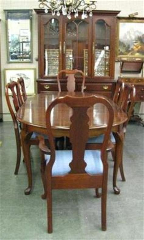 excellent dining room set  pennsylvania houseincludes queen anne style dining table