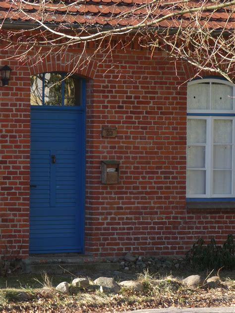 patio interior ladrillo fotos gratis madera ventana antiguo pared cobertizo