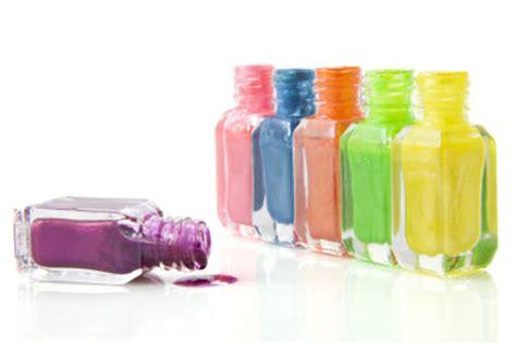 nagellack aus teppich entfernen nagellack entfernen so bekommen sie schonend flecken aus