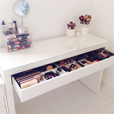 Desk And Makeup Table 25 Best Ideas About Makeup Desk On Dressing Table Organisation Vanity Area And