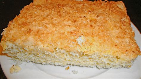 bienenstich kuchen mit kokosraspeln bienenstich kuchen mit kokosraspeln