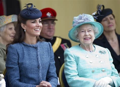kate middleton receives royal order from queen elizabeth royal honour kate middleton to receive special jewelry