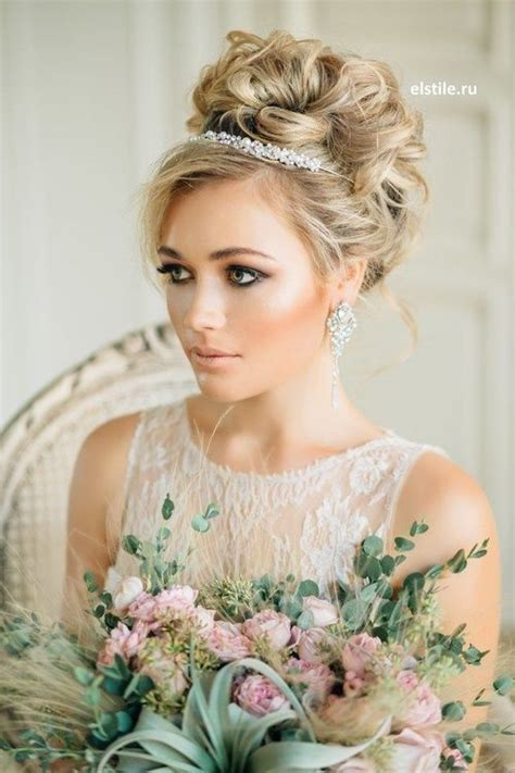 Bridal Hairstyles With Headband by Best 25 Wedding Tiara Veil Ideas On Wedding