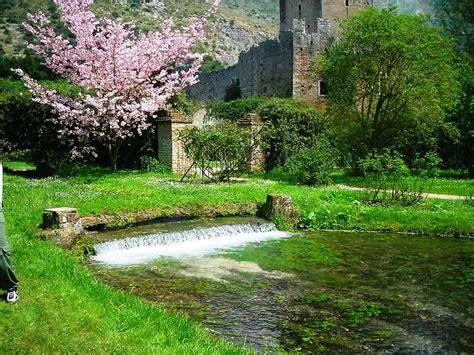 giardini bellissimi immagini giardini di ninfa roma in verde