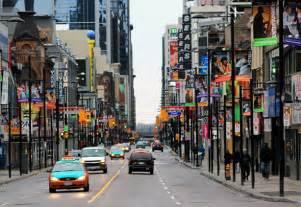 Toronto yonge street 10k to change to waterfront