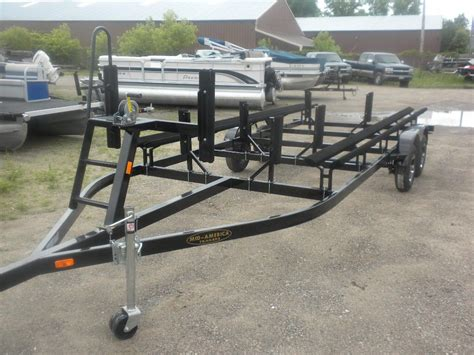 tritoon boat trailer loading guides bayliner rendezvous on a pontoon trailer the hull