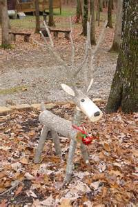16 diy front yard christmas decorating projects logs