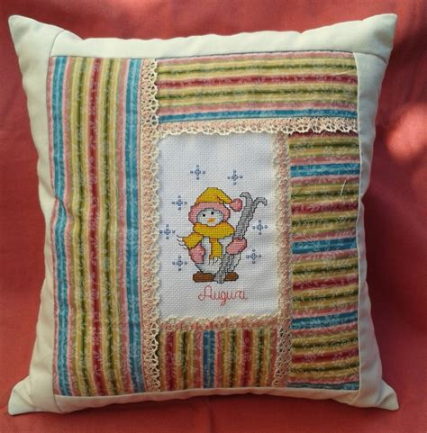 cuscini patchwork cuscino patchwork con tela aida ricamata a punto croce