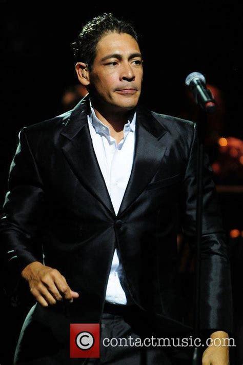 johnny lozada el reencuentro performs live at james l knight center