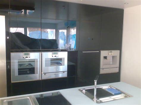 küchenstudio wiesbaden tapetenmuster steinoptik wohnzimmer