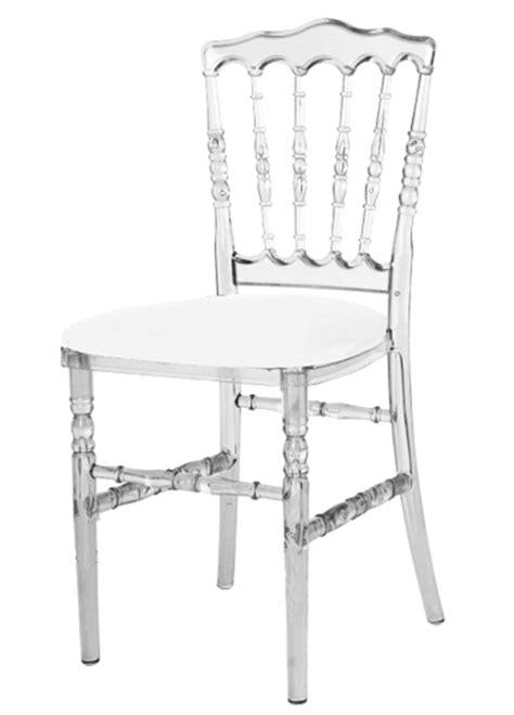 chaise napoleon transparente location de mobilier location de chaises i sur un plateau