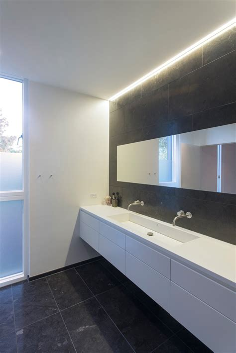 10 inspirational exles of gray and white bathrooms contemporist