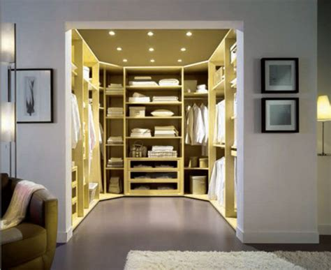 Bedroom Walk In Closet With Traditional And Modern Bedroom Closets Designs
