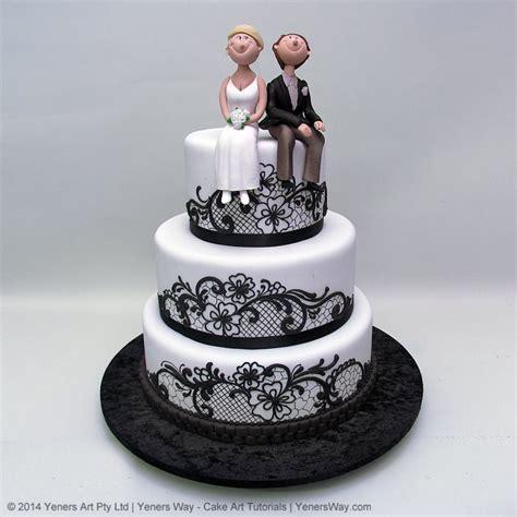 Black Lace and Funny Couple Wedding Cake   Yeners Way