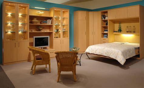 wohnzimmerschrank mit bettfunktion ferienwohnung einrichten schrankbett planer de