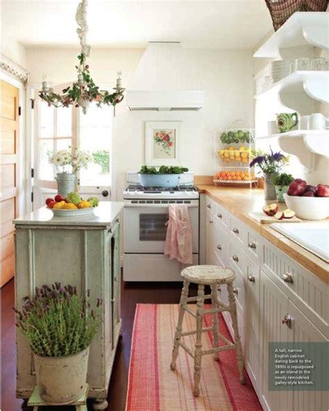 cute kitchen ideas for small spaces white small kitchen 北欧 215 シャビーなキッチンは照明使いが決め手 インテリア事例38 賃貸マンションで海外インテリア風を目指すdiy
