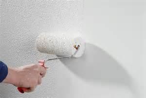 decke mit rollputz streichen rollputz verarbeiten bauen renovieren selbst de
