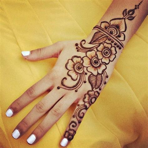 very simple henna tattoo simple henna design gnarlyhair comgnarlyhair