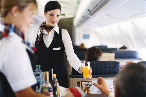 cabin crew members ausbildung cabin crew member flight attendant