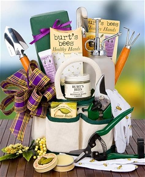 Gift Basket Ideas For Gardeners Burt S Bees Gardener S Kit Spa Gift Baskets Everything