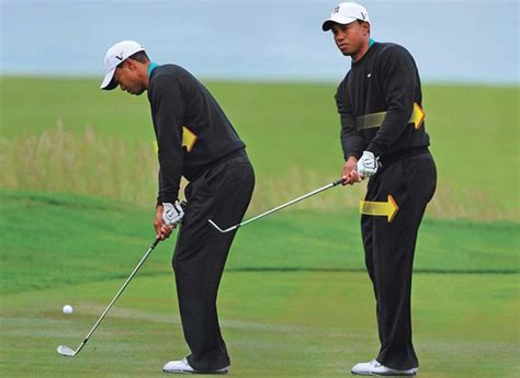 golf swing pitching tiger woods pitch with your body golf digest