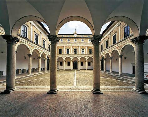 cortile palazzo ducale urbino urbino antico borgo tutto da scoprire hotel san giorgio