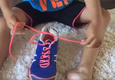 kid tying shoes s of how to tie shoelaces goes viral today