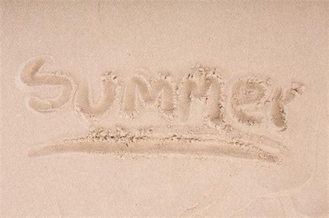 sabbia bagnata iscrizione sulla sabbia bagnata estate scaricare foto gratis