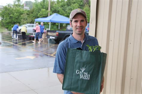 Food Pantry Columbia Mo by Missouri Food Pantries Help Clients Grow Their Own Produce