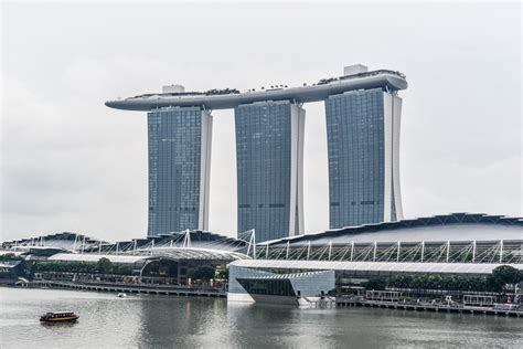 boat bar tower bridge the marina bay sands singapore a hotel on top of the