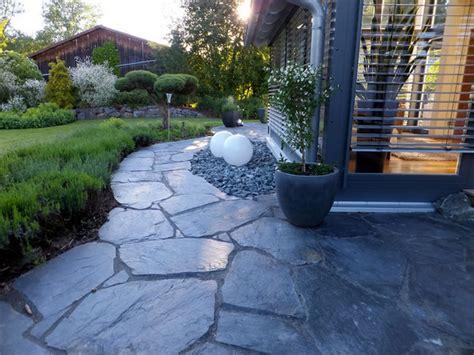 terrasse klinker naturstein terrasse modern naturstein und klinker weg