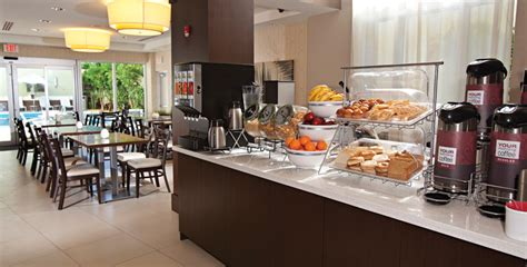 free breakfast comfort suites miami airport