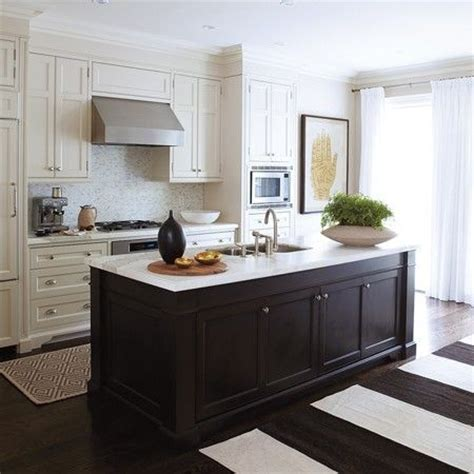 la dolce vita beautiful kitchens contrasting cabinets