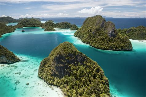 islands  indonesia   map touropia