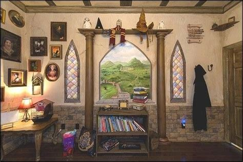 hogwarts bedroom ideas hogwarts dormitory themed bedroom gryffindor common