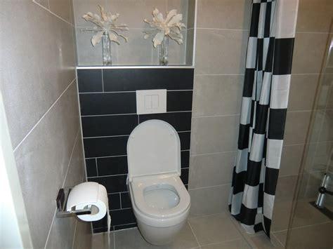 Wc Ruimte Betegelen volledig betegelen inrichten en aansluiten bad en wc