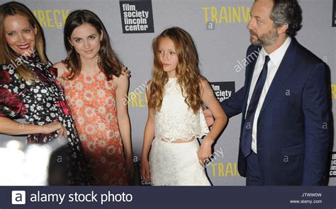 leslie mann judd apatow daughter leslie mann daughters and judd apatow universal pictures