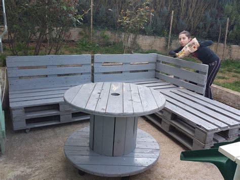 table touret d 233 tourn 233 e un fauteuil de jardin bois adirondack 10 en palettes et