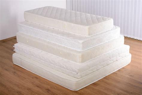 neue matratze r ckenschmerzen garantie f 252 r erholsamen schlaf die richtige matratze